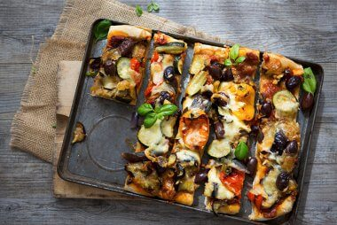 Healthy roasted vegetable pizza recipe.
