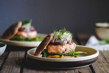 Crowd pleasing salmon burgers recipe