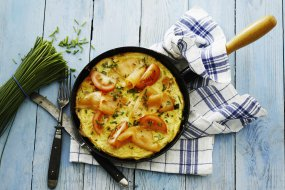 Frittata with salmon, tomatoes and chives