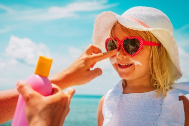 Mineral vs chemical sunscreen: What's the difference?