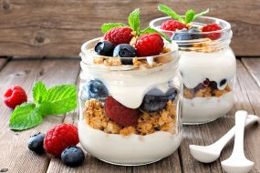 mixed berry parfait